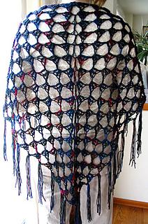 Easy_crochet_shawl_indoors_fix_small2