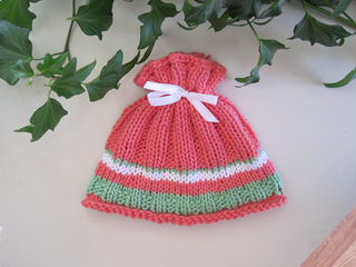 Coral_reel_baby_hat_2_small2