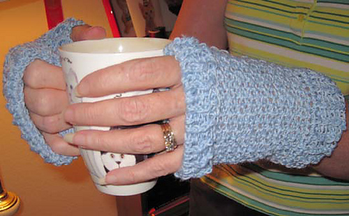 Ice_chip_mitts_with_cup_medium