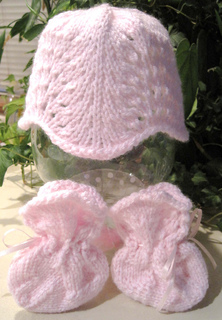 Lacy_baby_hat_socks_set_2_pink_done_small2