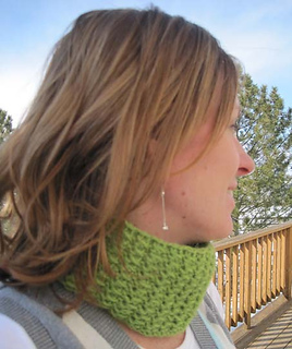Lazy_afternoon_cowl_on_c_1_small2