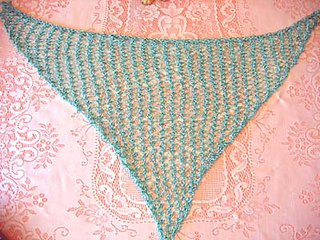 Hole-y_triangle_scarf_aqua_flat_small2