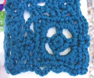 Old_world_scarf_motif_closeup_small2