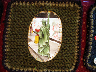 Wedding_square_statue_of_liberty_small2