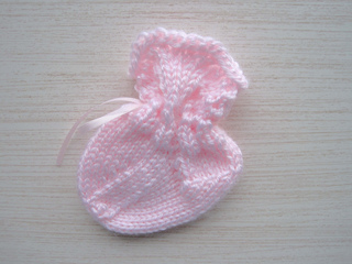 Scalloped_lace_baby_sock_alone_small2