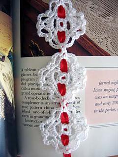 Chain_of_love_bookmark_closeup_small2