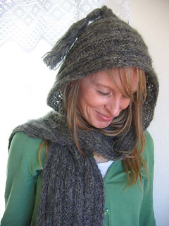 Hooded_soft_scarf_on_c_1_small2