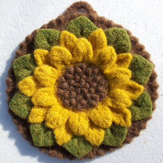 Woolen_crocodile_flower_potholder-felted_small2