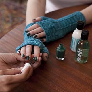Lk_painting_nails_small2