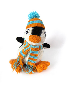 Penguin_front_accesorized_small2