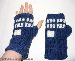 Tardisgloves10_small2