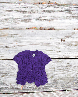 14-in-the-thick-of-it_crochet-baby-sweater_100-baby-sweater-patterns_03_small2