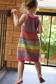 Summer_happy_fun_dress_135_small2