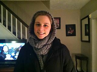 Tara_hooded_scarf_1_small2