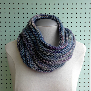 Malabrigo_mecha_easy_mobius_cowl_small2
