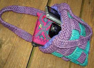 Woven_20purse_20with_20accessories_small2