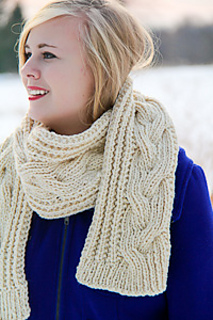 Fish_moderne_scarf_cable_closeup_the_knitting_vortex_300_small2