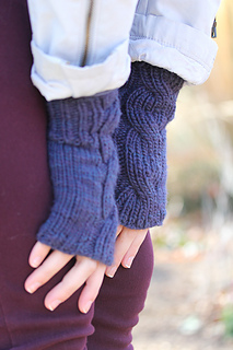 Laura_mitts_the_knitting_vortex_small2