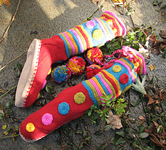 Slipper_socks_knitty_on_stone_w-_leaves_72_dpi_small