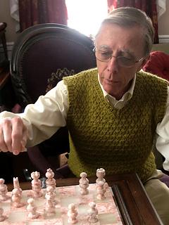 Pf2-playing-chess_small2