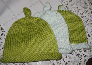3_baby_hats_small2