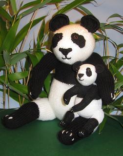 Panda_and_baby4_small2