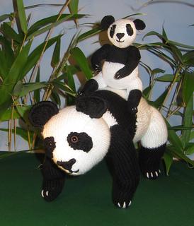 Panda_and_baby8_small2