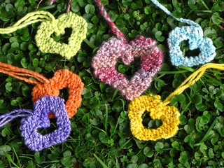 Knitted_valentine_hearts_small2