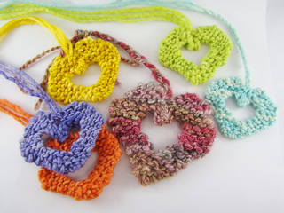 Knitted_valentine_hearts2_small2