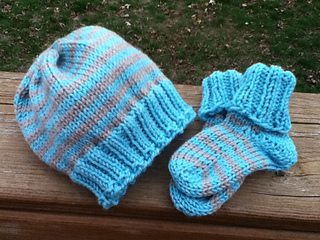 Striped_boy_hat___booties_small2