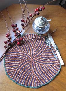 Garter_stitch_stripe_table_mat_2_small2