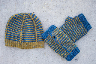 Terra_ruby_crest_hat_and_mitts_kristen__2__small2