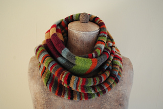 Stripes_and_stripes_cowl_small2