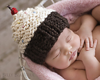 Momma_s_cupcake_hat_small2