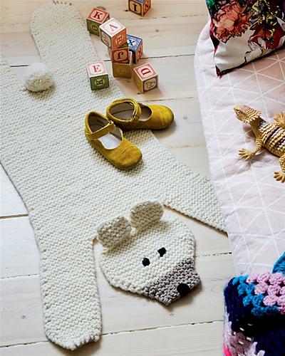 Tapis ours tricoté Isbjørnetæppe par Stine Hoelgaard