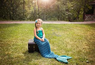Teal_mermaid_blanket_small2