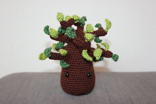 http://www.ravelry.com/projects/misshendrie/tree-love---amigurumi-tree--bird