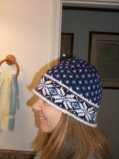 02_07_knitting_hat_again_small2