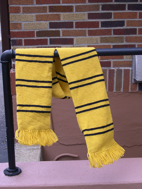Hufflepuff Scarf Knitting Pattern : morsie reads: the Hufflepuff scarf or proof that I love my ...