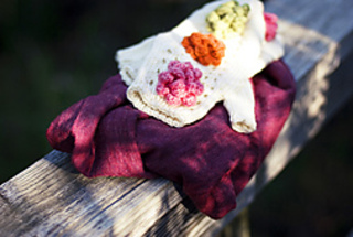 Garden_party_mitts_by_natalie_larson_closer_small2