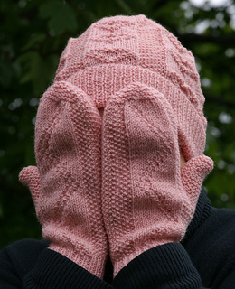 Pink_hat_and_mitts_small_small2
