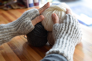 Silky_cashmere_mitts_2_small2