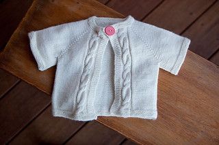 Cabled-raglan-baby-sweater_small2