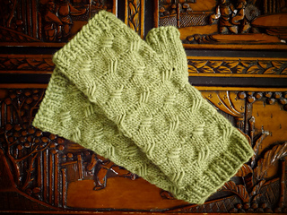 Criss_cross_mitts_final_small2