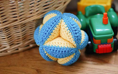 Crochet_clutch_ball_pattern__4_of_5__medium