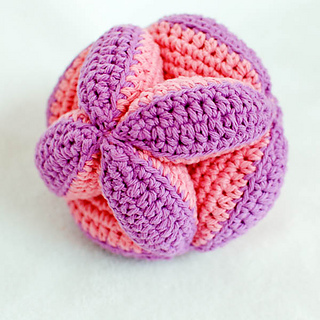 Crochet_clutch_ball_pattern__2_of_5__small2