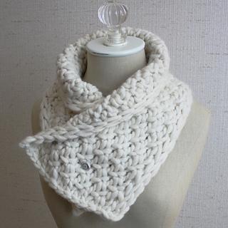Snow_neckwarmer_2a_small2