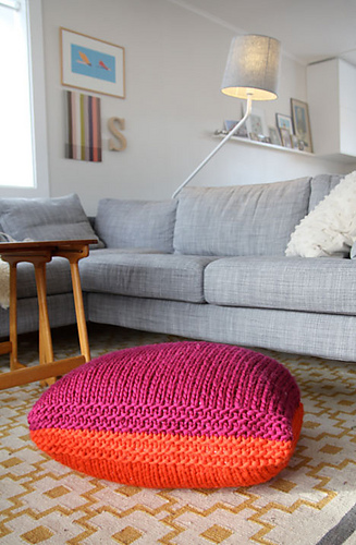 Pouf_knitted_medium
