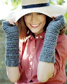 Hope_wristwarmers_alpaca_knitting_kit_small2