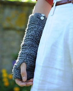 Hope_wristwarmers_buttons_purl_alpaca_small2